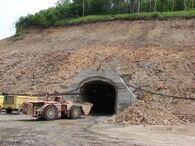 Двое работников Асачинского рудника пока остаются под завалами шахты. Прокуратура и следком проводят проверку