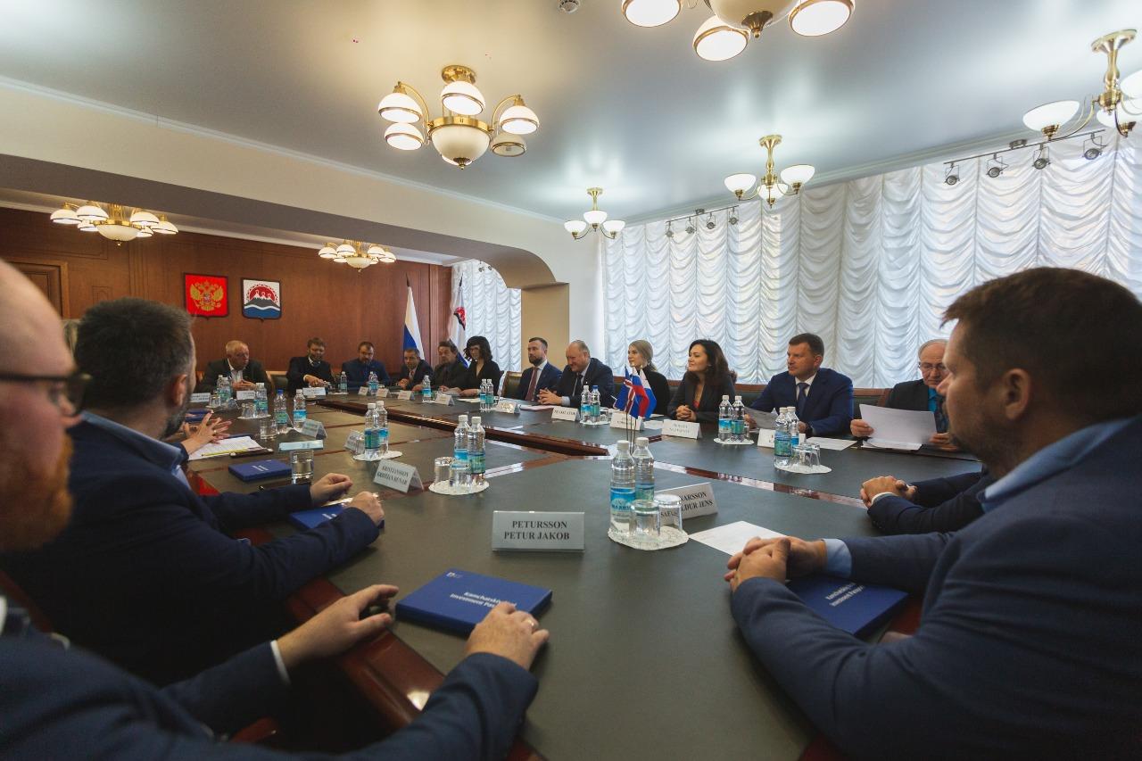 Губернатор Камчатского края провел рабочую встречу с делегацией Исландии во главе с Чрезвычайным и Полномочным Послом Республики в России Берглинд Асгейрсдоттир